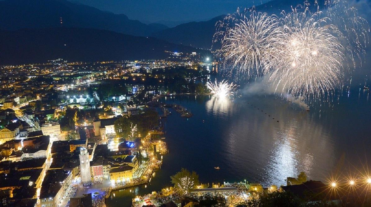 fuochi artificio capodanno riva